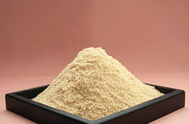 器に入れた米ぬか