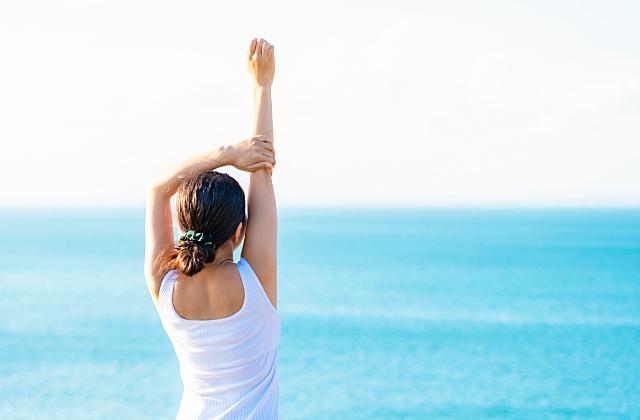 健康のイメージ・海と女性