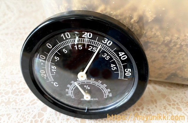 ぬか床のて気温を示す温度計