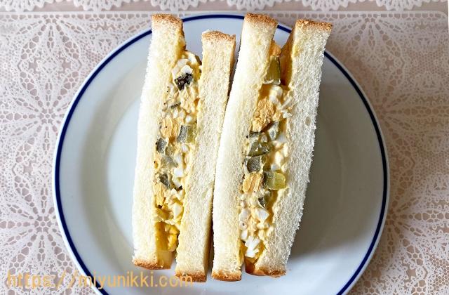 お皿に盛りつけたぬか漬け卵サンド