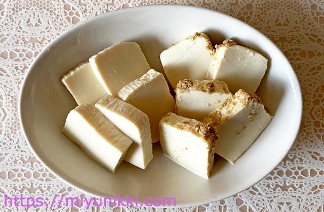お皿に盛った豆腐のぬか漬け